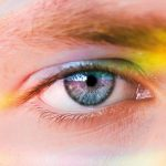 Nahaufnahme eines blauen Auges