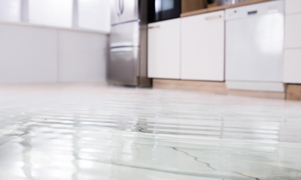 Überfluteter Küchenboden